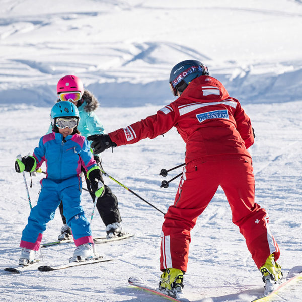 Ski lessons for children and teenagers in the morning